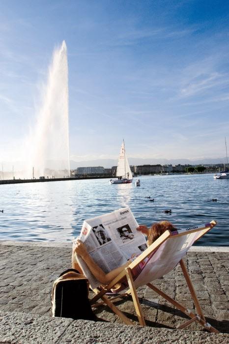 Женева на фоне фонтана Женева Женева (город) ozero leman fontan