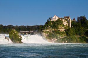 Рейнский водопад весна в Швейцарии